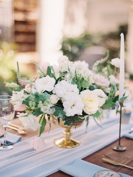 Thème mariage blanc coupelle fleurs
