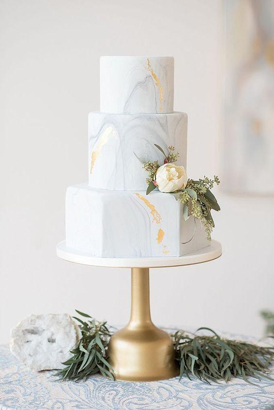 Thème mariage blanc pièce montée wedding cake