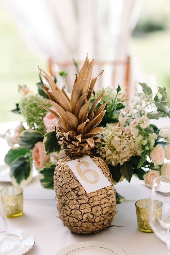 Décoration mariage ananas tropical